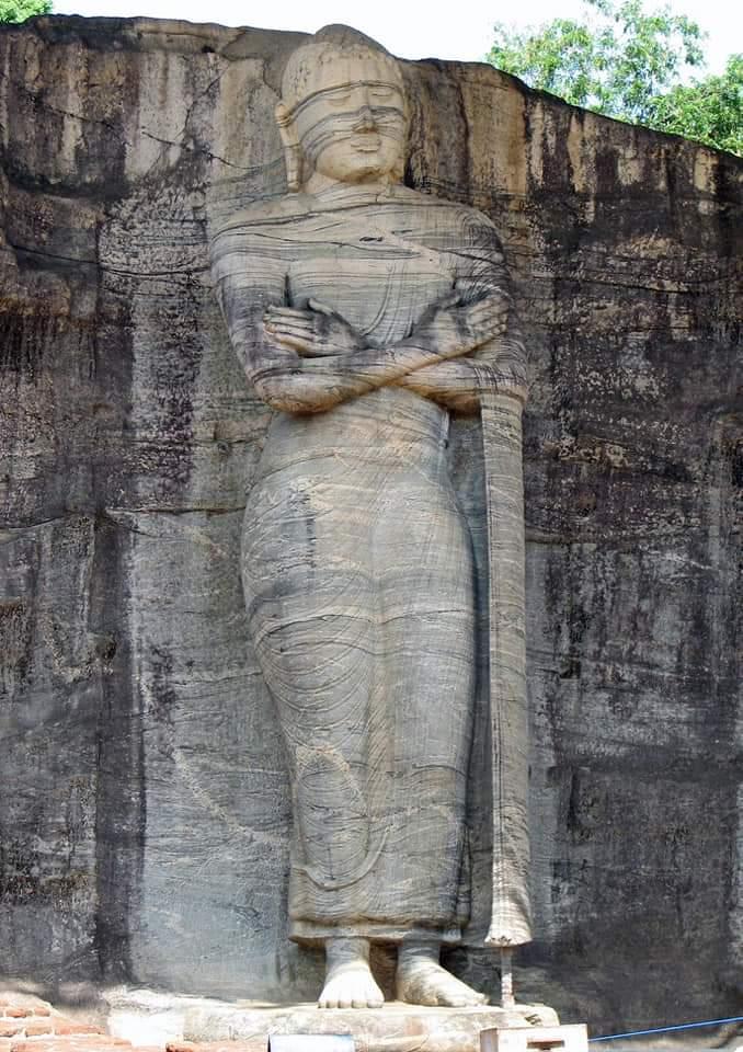 Sri Lanka Jasmine Tours & Drivers スリランカジャスミンツアーズ撮影。 ポロンナルワのGal Vihara ガル・ヴィハーラの立像 仏像