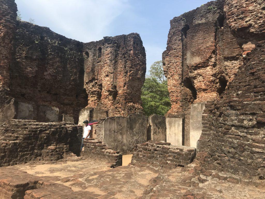 Sri Lanka Jasmine Tours & Drivers スリランカジャスミンツアーズ撮影。 ポロンナルワの王宮跡。遺跡