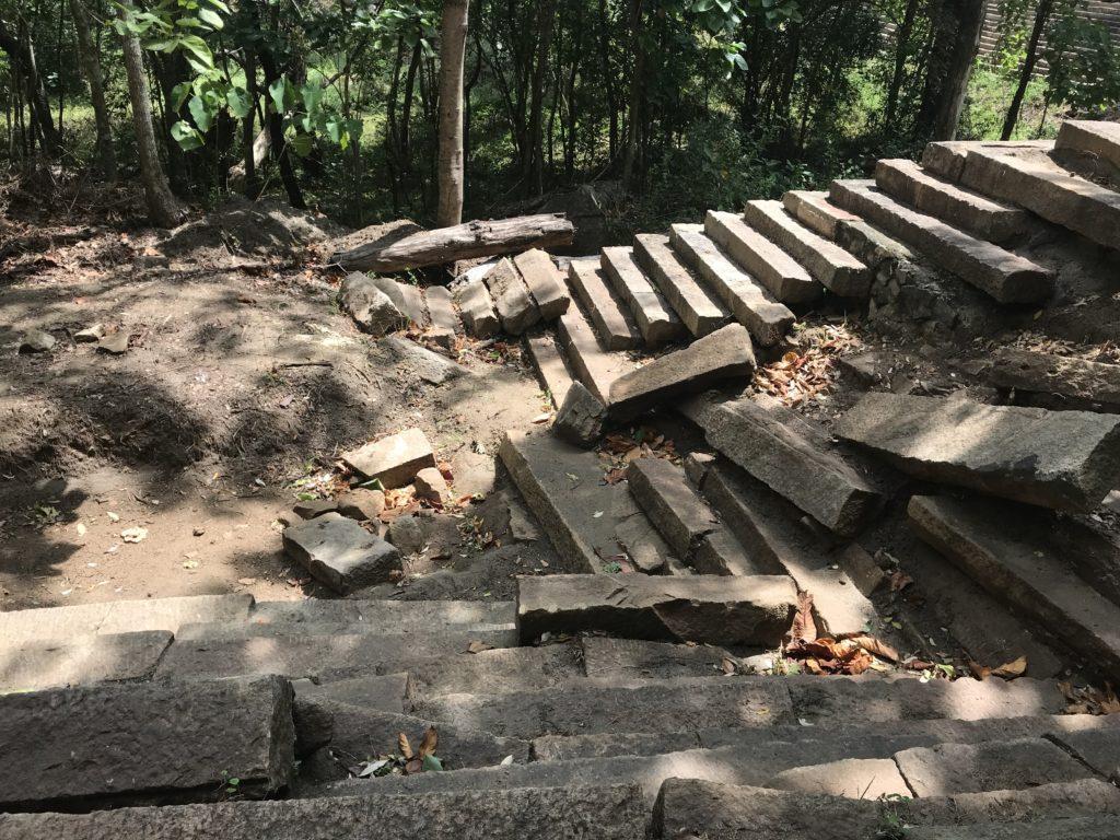 Sri Lanka Jasmine Tours & Drivers スリランカジャスミンツアーズ撮影 ポロンナルワ近郊のリティガラ遺跡