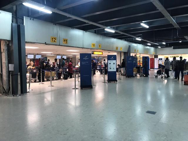 バンダラナイケ国際空港のチェックインの様子