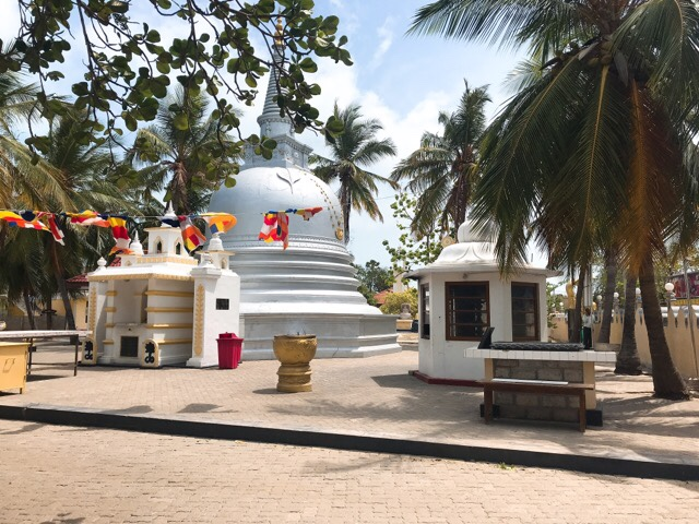 Sri Lanka Jasmine Tours & Drivers スリランカジャスミンツアーズ撮影 ナーガディーパの仏教寺院。ブッダがかつて訪れた場所