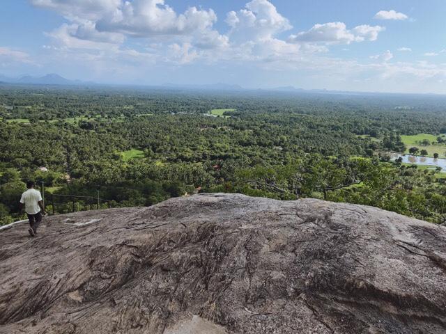 Sri Lanka Jasmine Tours & Drivers  スリランカジャスミンツアーズ撮影 ヤーパフワから下山