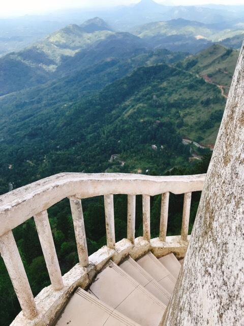 Sri Lanka Jasmine Tours & Driver スリランカジャスミンツアーズ撮影。 アンブルワワタワーに登る 階段が狭い