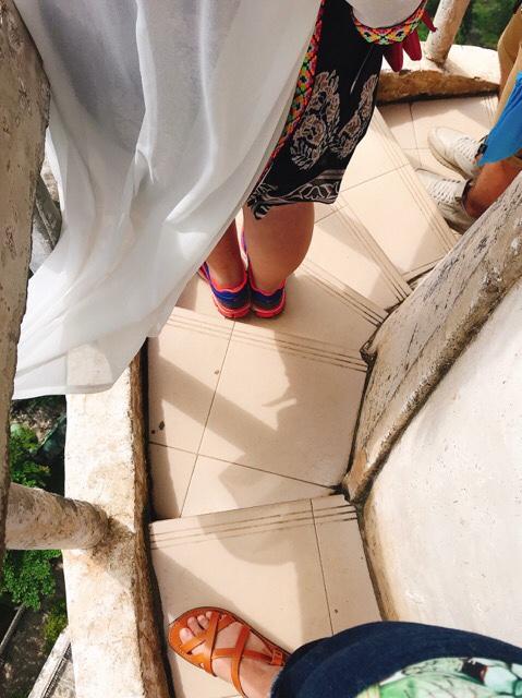 Sri Lanka Jasmine Tours & Driver スリランカジャスミンツアーズ撮影。 アンブルワワタワーに登る 自撮り待ち