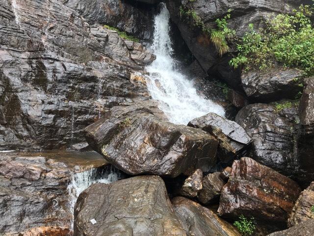 Sri Lanka Jasmine Tours & Drivers スリランカジャスミンツアーズ撮影。ヌワラエリヤの滝、Lover's Leap Waterfall ラヴァーズ・リープ・ウォーターフォール