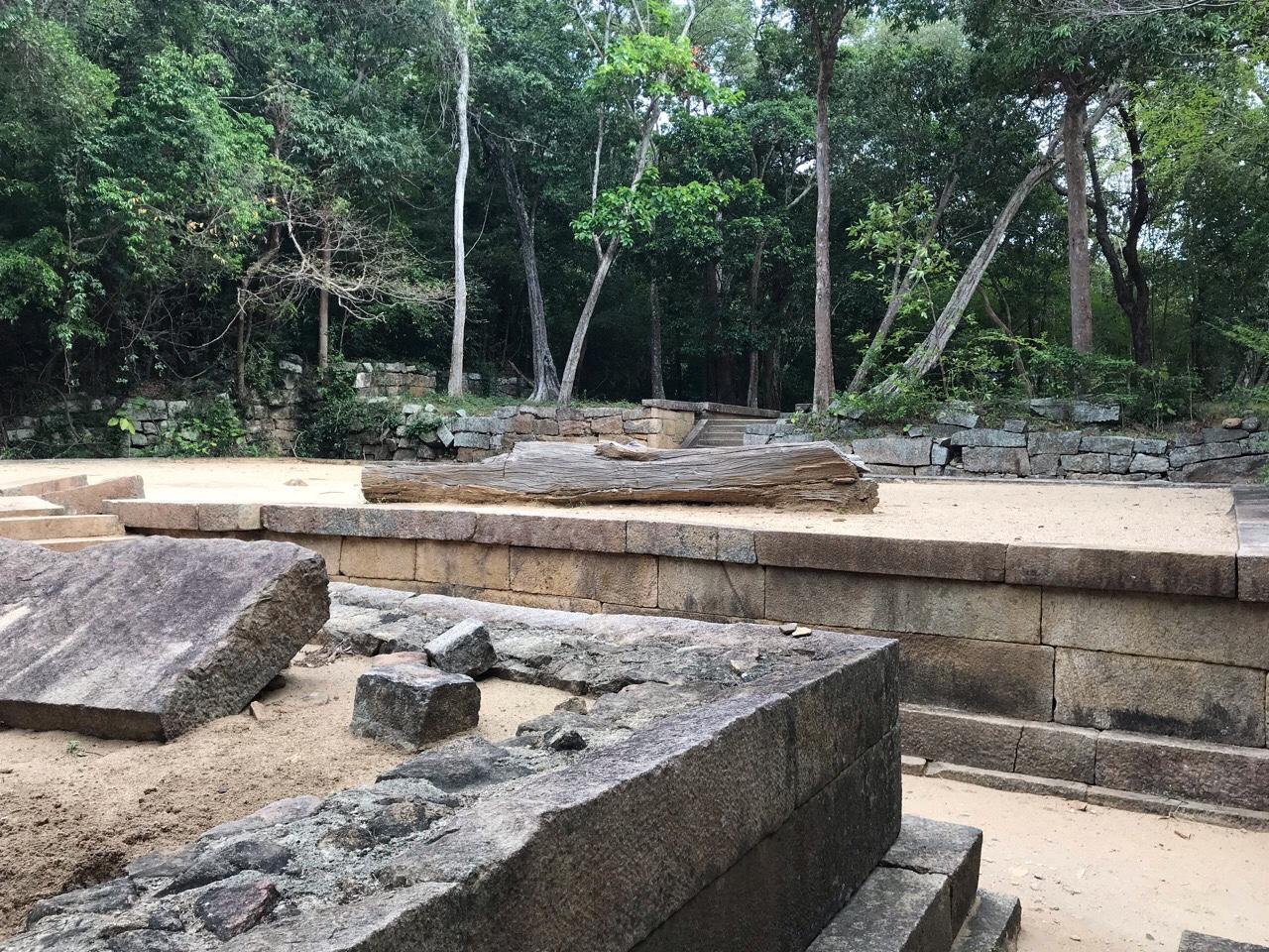 Sri Lanka Jasmine Tours & Drivers スリランカジャスミンツアーズ撮影。リティガラ遺跡の沐浴場跡