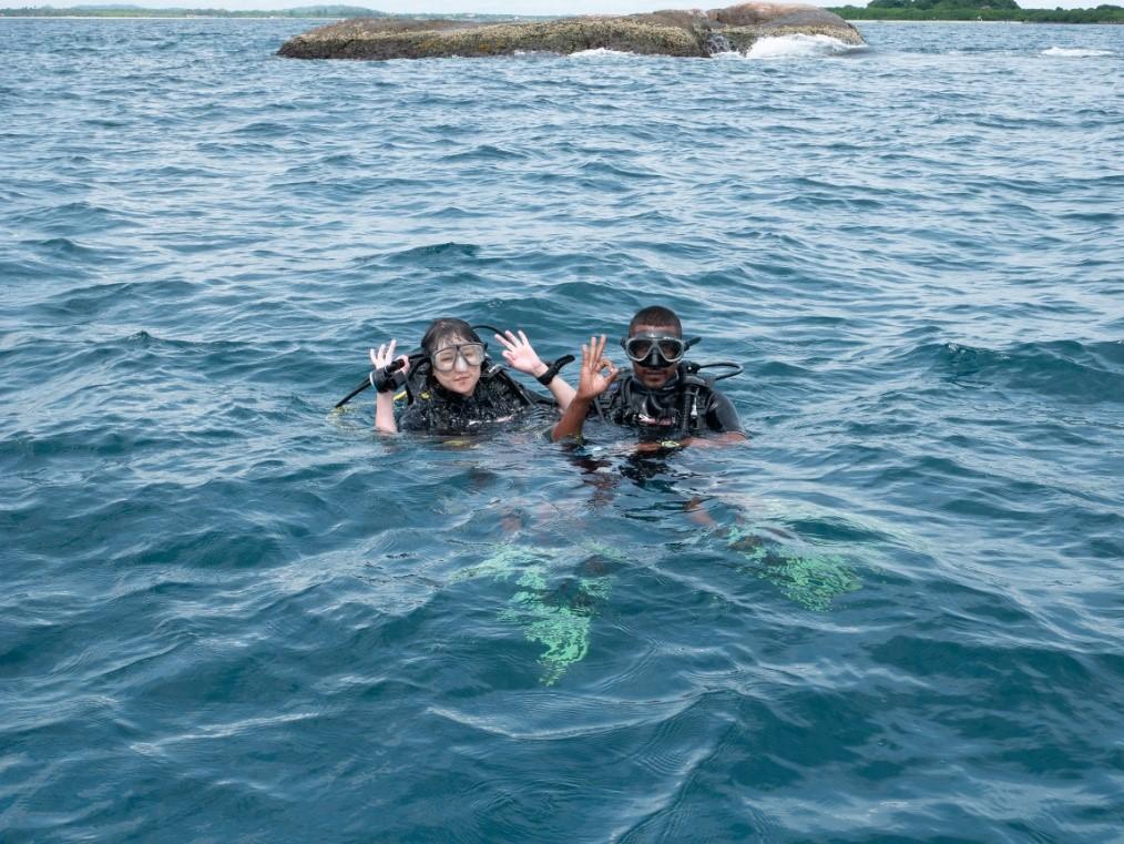 Sri Lanka Jamine Tours スリランカジャスミンツアーズ のお客様撮影。トリンコマリーの海。ピジョンアイランド近くでスキューバダイビング