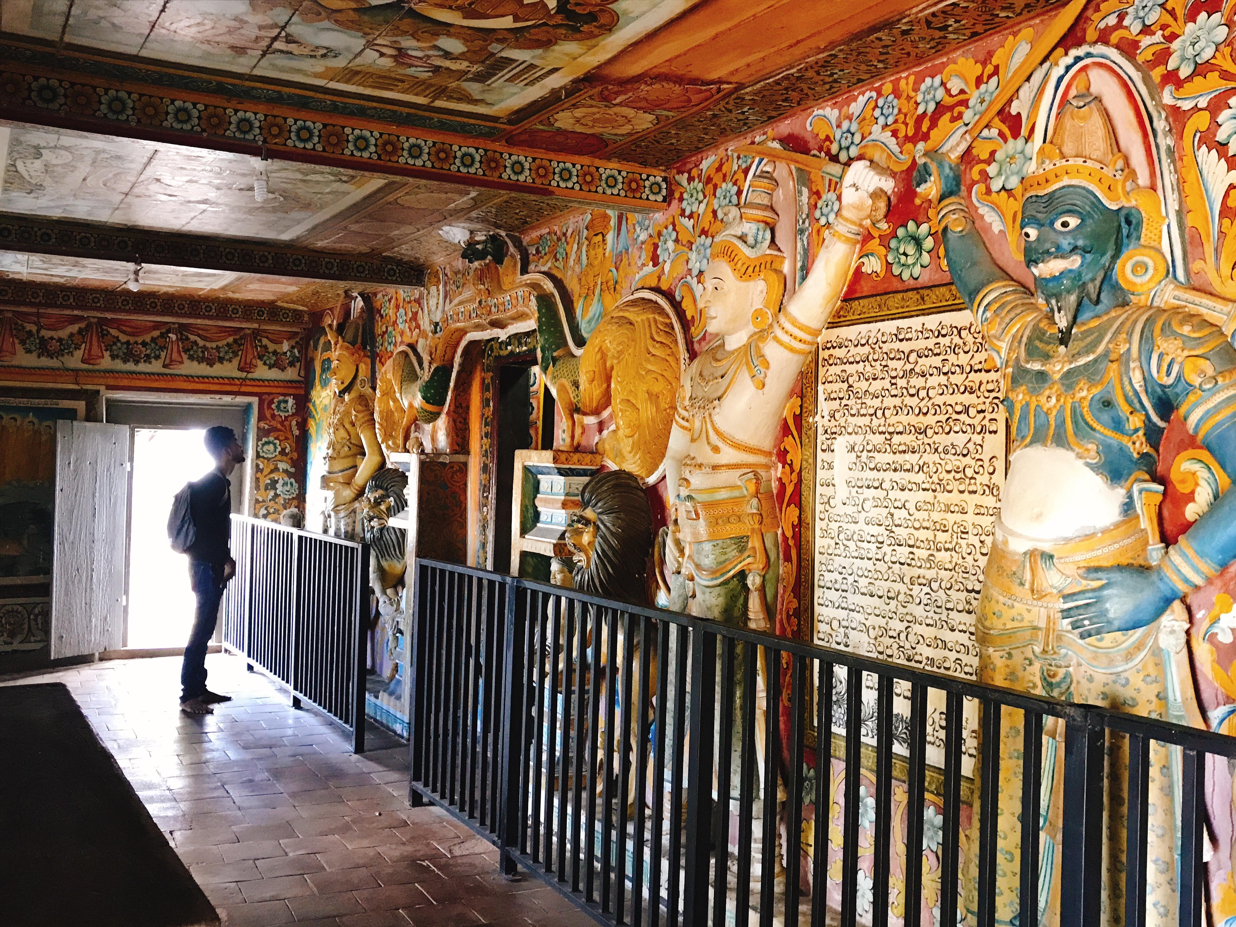 Sri Lanka Jasmine Tours & Drivers スリランカジャスミンツアーズ撮影。 マルキリガラ寺院 マルキリガラ遺跡 ムルキリガラ の洞窟 石窟入口
