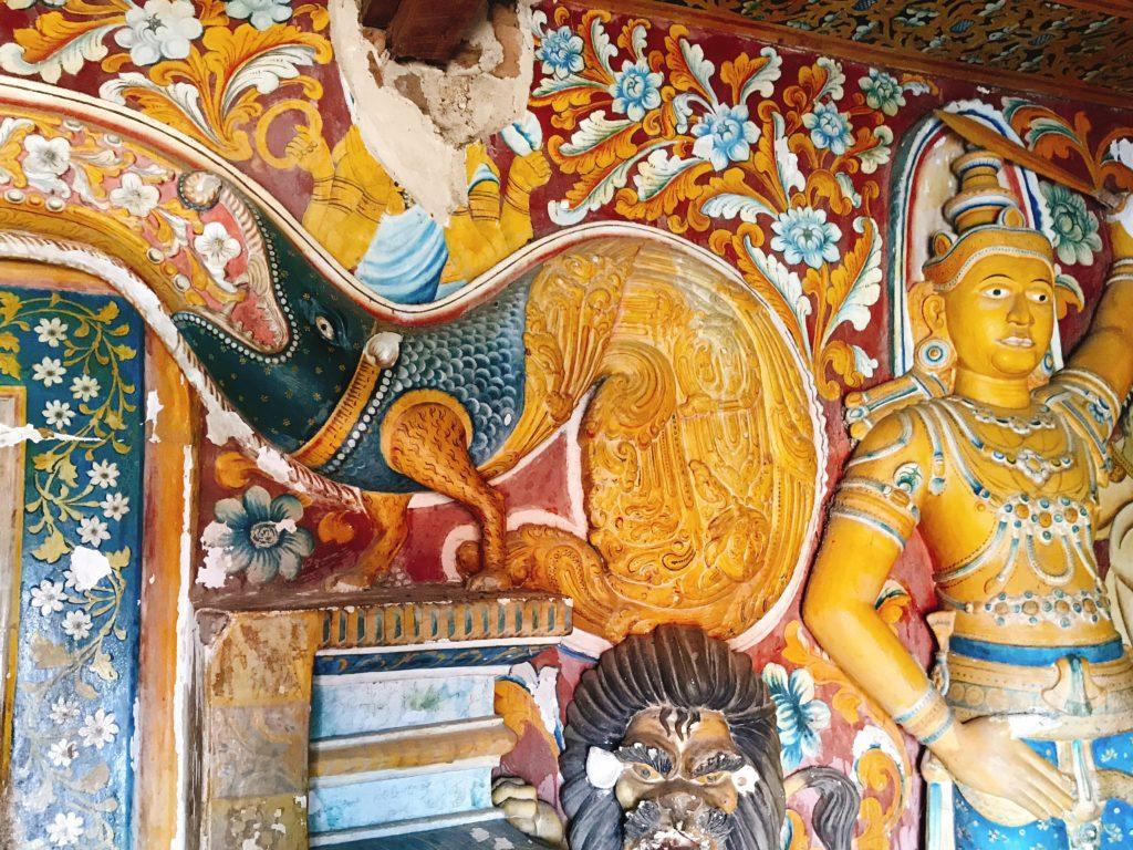 Sri Lanka Jasmine Tours & Drivers スリランカジャスミンツアーズ撮影。 マルキリガラ寺院 マルキリガラ遺跡 ムルキリガラ の洞窟 石窟入口 スリランカの竜 マカラ