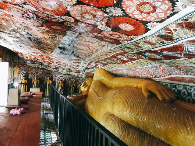 Sri Lanka Jasmine Tours & Drivers スリランカジャスミンツアーズ撮影。 マルキリガラ寺院 マルキリガラ遺跡 ムルキリガラ の涅槃仏と壁画